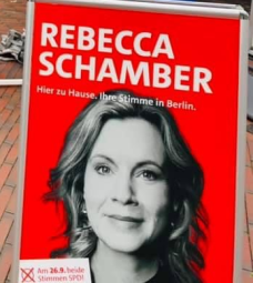 Rebecca auf Wahlkampftour